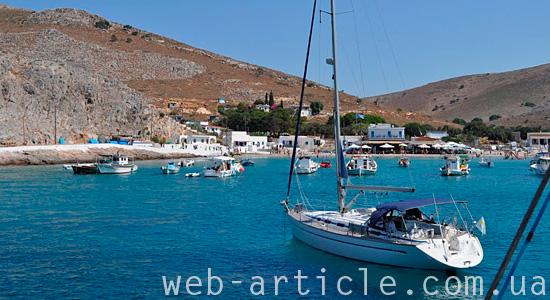 Яхта у берегов Греции