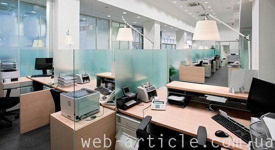 офис с техническими устройствами