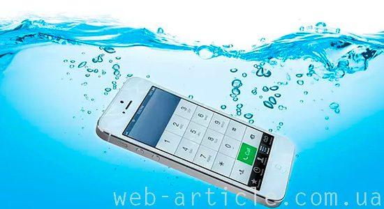 попадание воды в мобильный телефон